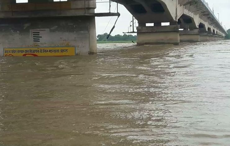 Increase in water level of Saryu river due to continuous rain