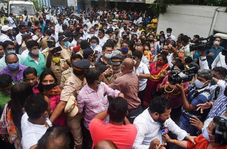Shivshena and BJP workers clash in Mumbai, Ram temple land purchase scam