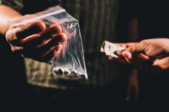 Youth arrested with one kilo of charas in Mumbai