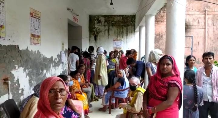 Awareness was seen among the people for corona vaccination, then the same open pole of the arrangement of Rasra Hospital
