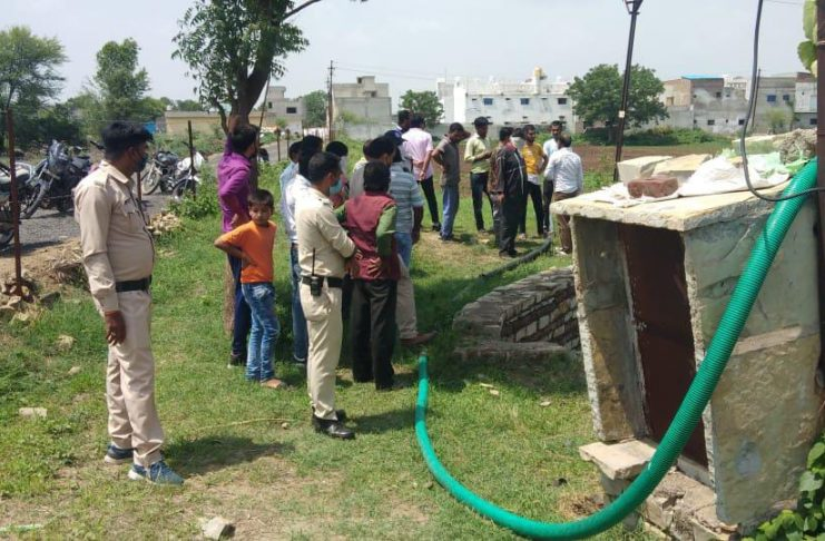 Manasa News- On Tuesday morning, the body of a 55-year-old elderly man was found in a well.